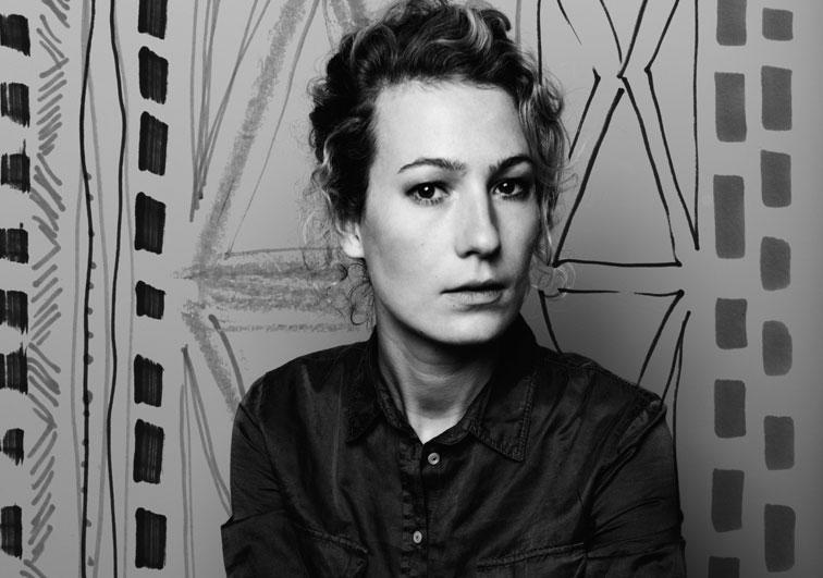 Pia Zölzer, geboren 1983, studierte erst Kunstgeschichte und Germanistik in Marburg. Dann zieht es sie für das Designstudium nach Offenbach am Main. Seit 2014 wohnt sie in Köln und arbeitet als freiberufliche Illustratorin und Dozentin.